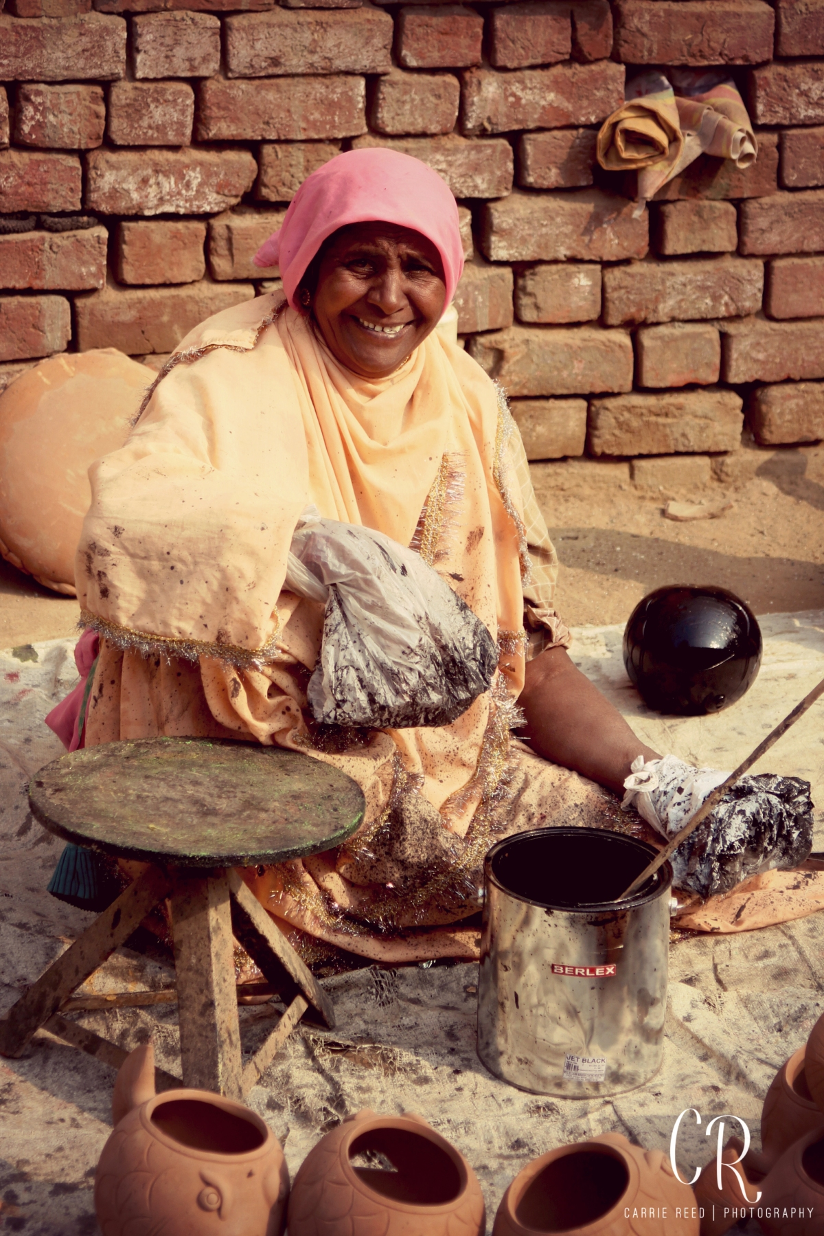 delhi_pottery-village_woman-painting_wm